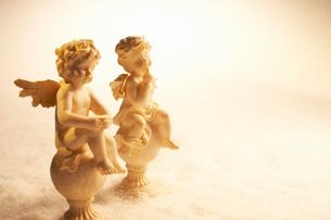 天使と雪の写真素材 [FYI01401997]