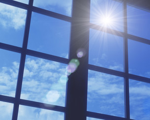窓から見える青空の写真素材 [FYI01402606]