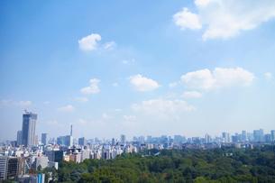 都市風景と青空の写真素材 [FYI01403574]
