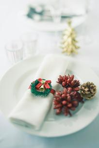 クリスマスのテーブルセットの写真素材 [FYI01403716]