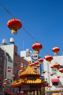 神戸南京町とランタンの写真素材 [FYI01403868]