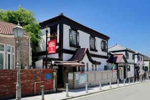 北野山本通りのベンの家と洋館長屋の写真素材 [FYI01403916]