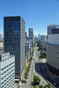 御堂筋と梅田のビル街の写真素材 [FYI01404433]