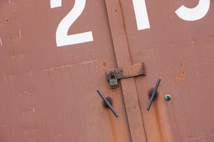 倉庫の扉の写真素材 [FYI01405489]
