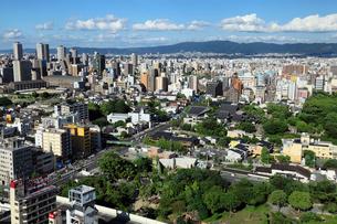 通天閣より望む大阪市街と生駒山の写真素材 [FYI01405656]