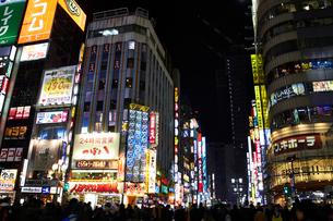 東京のネオンの夜景の写真素材 [FYI01405660]