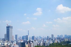 都市風景と青空の写真素材 [FYI01405833]