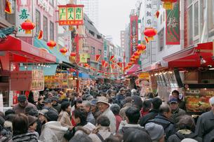 春節祭の南京町の写真素材 [FYI01405968]