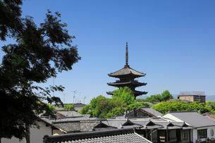 八坂の塔と家並みの写真素材 [FYI01405989]