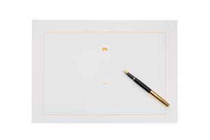 原稿用紙と万年筆の写真素材 [FYI01406050]