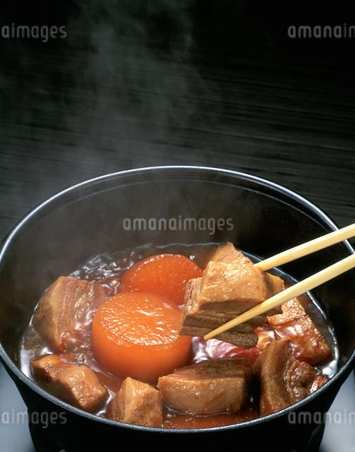 豚肉と大根の煮込みの写真素材 [FYI01408345]