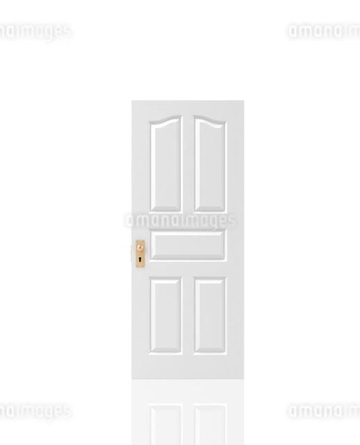 白いドアーの写真素材 [FYI01408538]