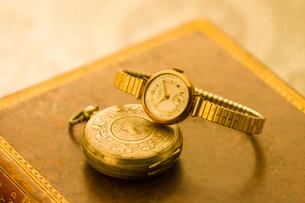 懐中時計と腕時計の写真素材 [FYI01408765]