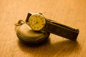 懐中時計と腕時計の写真素材 [FYI01409214]
