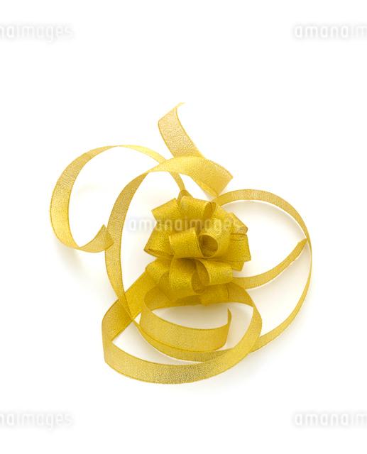 ゴールドのリボンの写真素材 [FYI01409809]