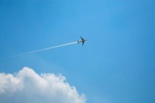飛行機と雲の写真素材 [FYI01409979]