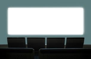 スクリーンと椅子の写真素材 [FYI01410480]