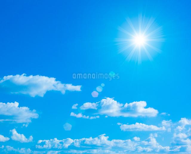 青空と太陽の写真素材 [FYI01410619]
