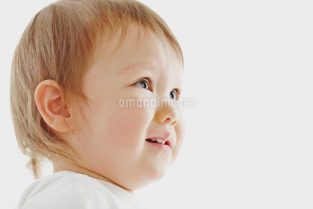 女の子の幼児の泣き顔の写真素材 [FYI01411188]