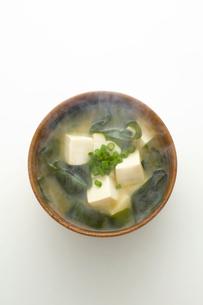 豆腐とわかめのみそ汁の写真素材 [FYI01411207]