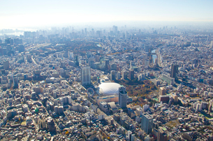 東京ドームと遠方のビル群の写真素材 [FYI01412785]