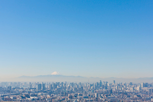 富士山とビル群の写真素材 [FYI01412945]
