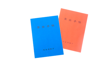 2冊の年金手帳の写真素材 [FYI01413564]