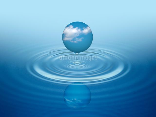 青空の球体と波紋のイラスト素材 [FYI01413656]