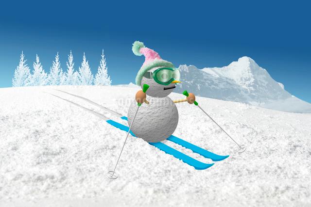 スキーをする雪だるまゴーグルを付けた雪だるまの写真素材 [FYI01413670]