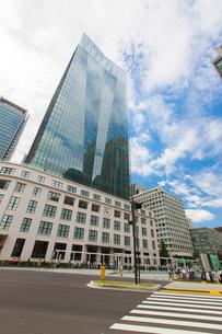 東京中央郵便局とJPタワーの写真素材 [FYI01413854]