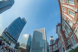 東京駅とビルの写真素材 [FYI01413913]