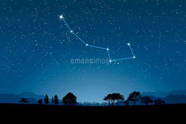 夜空に小熊座(北斗七星)の写真素材 [FYI01414021]