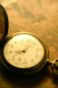 アンティークな懐中時計の写真素材 [FYI01414178]