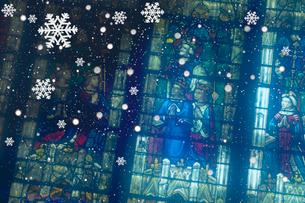 ステンドグラスと雪の写真素材 [FYI01414275]