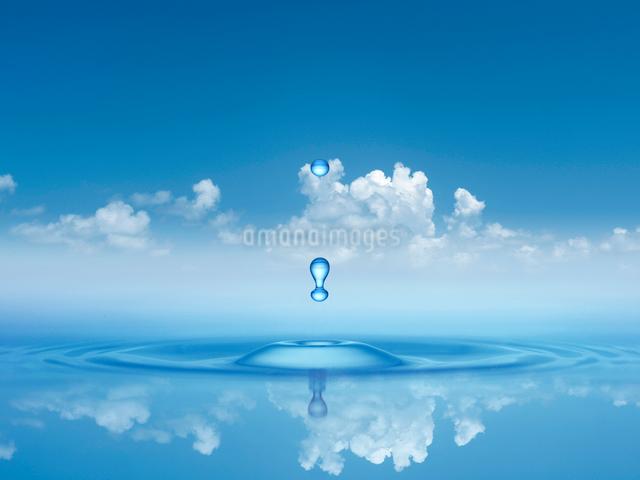 雲と水滴のイラスト素材 [FYI01414518]