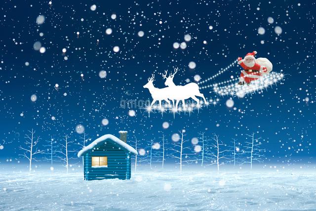 サンタクロースと雪景色の写真素材 [FYI01414577]