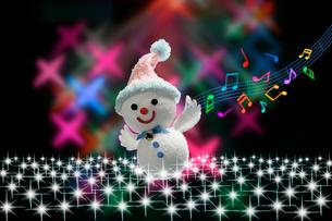 エンゼルの雪だるまとミュージックの写真素材 [FYI01414662]