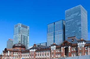 東京駅とビルの写真素材 [FYI01415316]