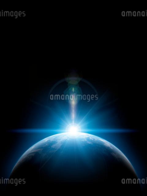 地球と日の出の写真素材 [FYI01415913]