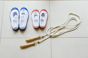 上靴と縄跳びの写真素材 [FYI01416105]