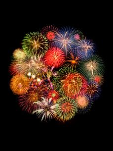 丸くコラージュされた花火の写真素材 [FYI01416199]
