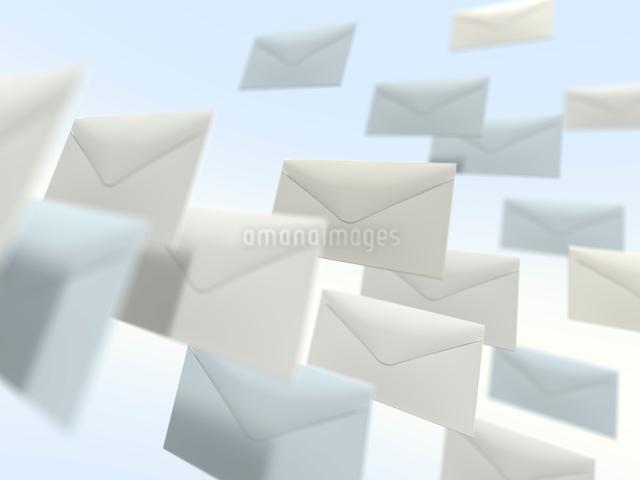 浮遊する封筒のイラスト素材 [FYI01416213]