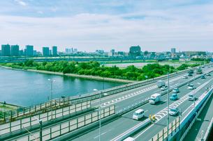 多摩川を渡る第一京浜道路の写真素材 [FYI01417027]