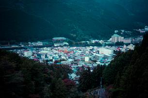 峰一合遺跡公園付近より下呂温泉街を俯瞰の写真素材 [FYI01417052]