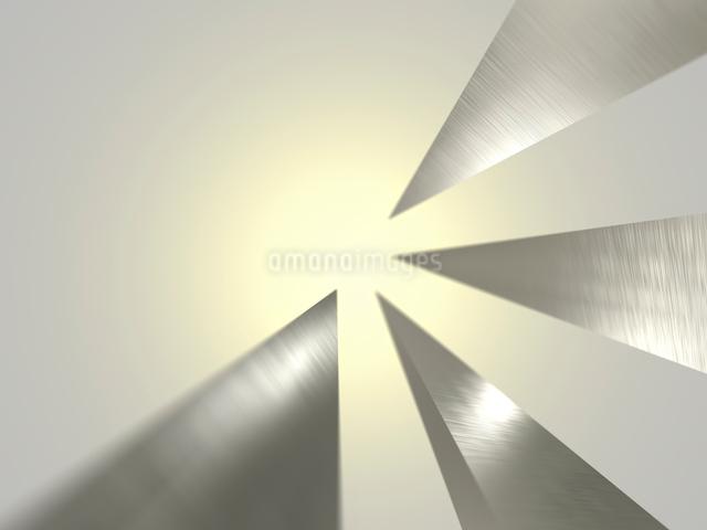突起した金属が中央を指す暖色系空間のイラスト素材 [FYI01417429]