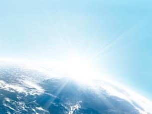 日の出の地球イメージのイラスト素材 [FYI01417644]