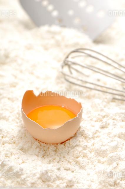 卵と小麦粉の写真素材 [FYI01417866]