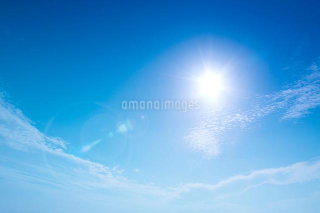青空と雲と太陽の写真素材 [FYI01418061]