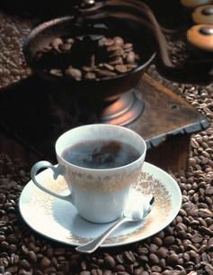 コーヒー豆とコーヒーの写真素材 [FYI01418103]