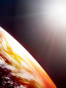 暖色の地球イメージのイラスト素材 [FYI01418485]